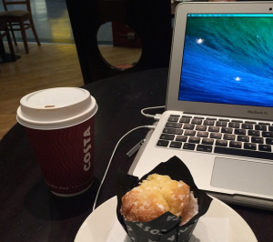 MacBook Air Costa Coffee